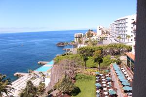 cliff bay hotel 2 copy 300x200 CLIFF BAY HOTEL 2 (Copy)