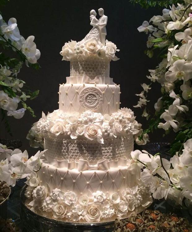 bolo com flores e lacos Bolo {com laços e flores}