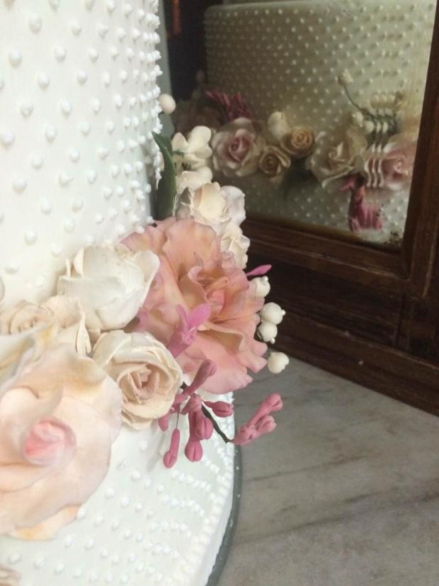 bolo cecilia falcao 2 Bolo com flores de açúcar pintadas à mão