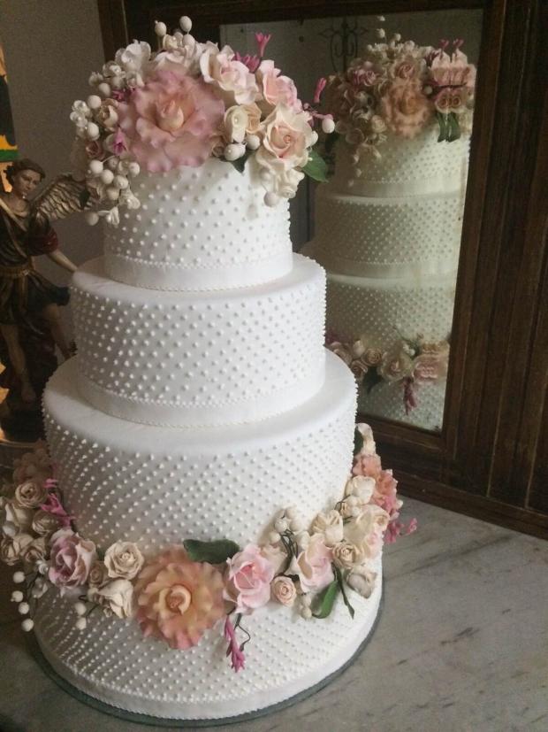 bolo cecilia falcao 4 Bolo com flores de açúcar pintadas à mão