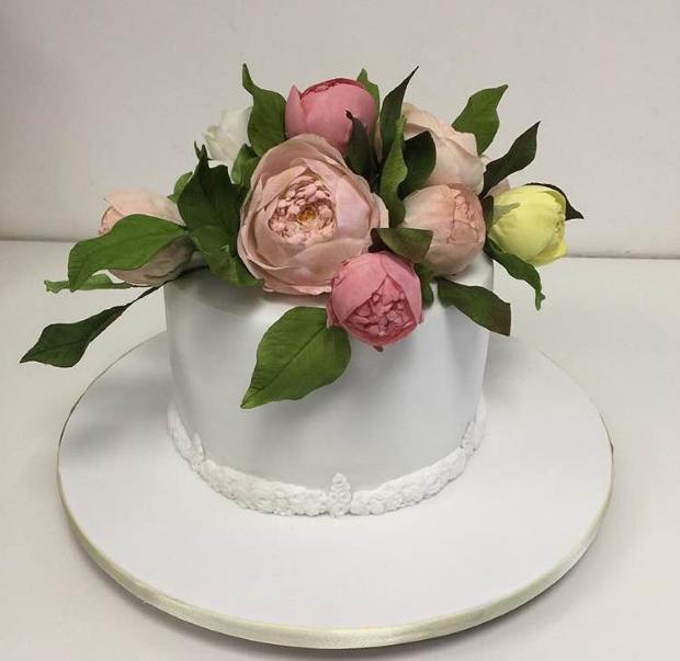 mini bolo e rosas