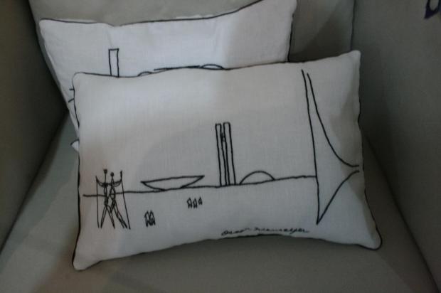 almofadas brasilia Oscar Niemeyer por Sônia Ledic (para a sua casa)