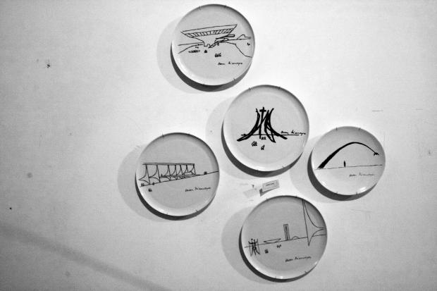 pratos brasilia Oscar Niemeyer por Sônia Ledic (para a sua casa)