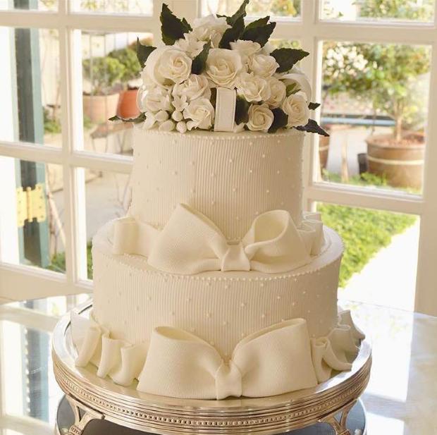 bolo com lacos e flores Bolo {com laços e flores}