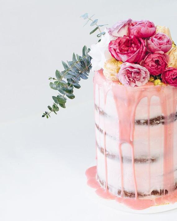 drip cake com rosas Drip cake (em 03 versões)