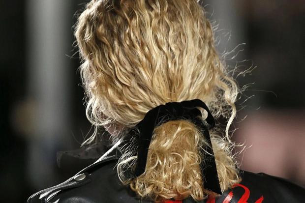 laco penteado 2 Laços de veludo para os penteados