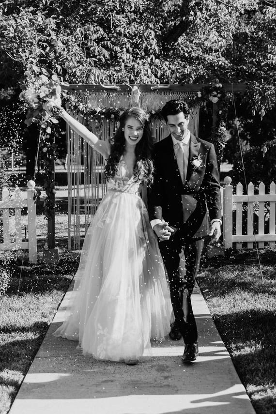casal de noivos Alegria e amor